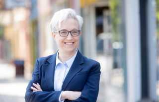 Political Notes: Oregon voters could elect country's 1st lesbian governor